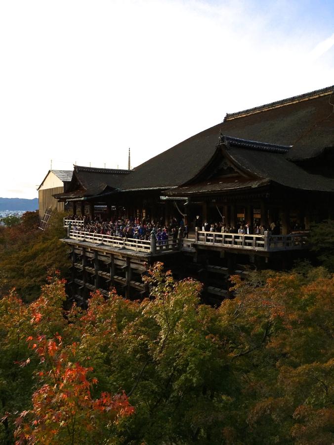 the crowds at kiyomizu