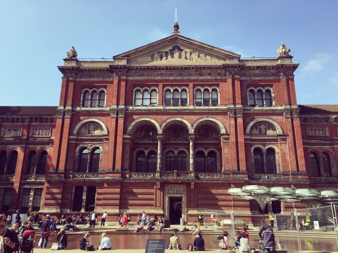v and a courtyard